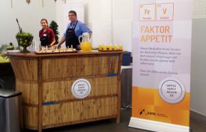 Energie für zwischendurch: Der AUMA-Stand auf den B2B Marketing Days in Würzburg hatte neben Fakten zur Messewirtschaft gesundes Obst und Saft für die Tagungsteilnehmer im Angebot.
