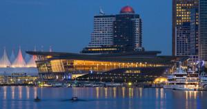 Beispiel für die Nachnutzung von EXPO-Bauten: Der Kanadische EXPO-Pavillon von 1986 mit seinem typischen zeltförmigen Dach auf der EXPO 1986 in Vancouver  gehört heute zum Vancouver Convention Center.