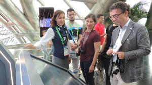 EXPO 2017: Anja Hiss (Mitte) im Kasachstan-Pavillon. Foto: AUMA