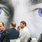 Auch kein Fall für die Nicht-Aussteller-Befragung: Kundengespräche auf der Opti in München. Foto: GHM