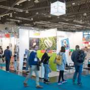 Weithin sichtbar: Der Gemeinschaftsstand auf der Spielwarenmesse für junge innovative Unternehmen - Foto: Spielwarenmesse eG/Lennart Preiss