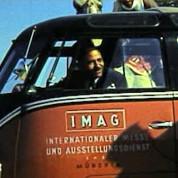 Deutsche Industrieausstellung in Kairo 1957 – Im Bulli unterwegs durch die Wüste – © IMAG