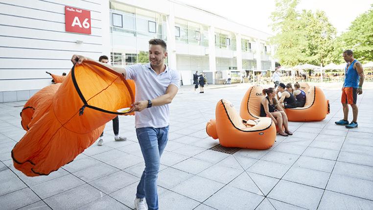 Viel Luft zum Sitzen: Überall auf der Messe gab es Ruhezonen. Foto © Messe München GmbH/Holger Rauner
