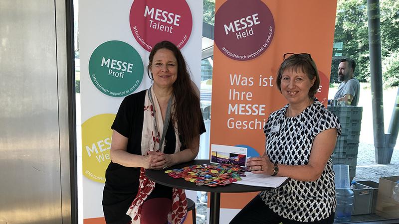 Julia Tornier und Sylvia Kanitz, AUMA, sammelten Messe-Erlebnisse © AUMA